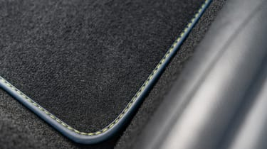 MINI Sidewalk Convertible floor mat with contrast stitching