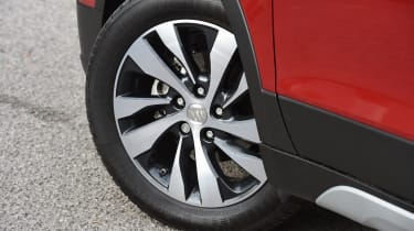 Alloys are 16 inches on SZ4 and SZ-T and 17 inches on the top-of-the-range SZ5