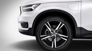 Volvo XC40 hybrid alloy wheel
