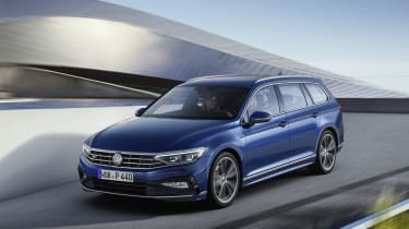 2019 Volkswagen Passat front driving