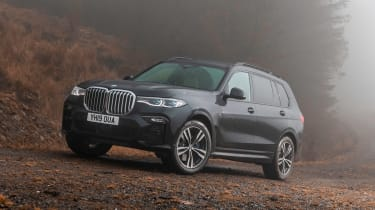 BMW X7 SUV front 3/4 static