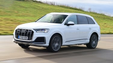 Audi Q7 - front 3/4 dynamic