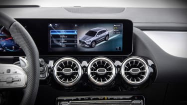 Mercedes-AMG GLA 35 driving modes screen