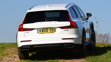 Volvo V60 Cross Country - rear off-road