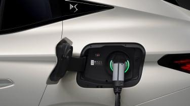 2021 DS 4 E-Tense - charging port