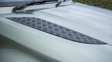 Land Rover Defender 110 - bonnet inserts
