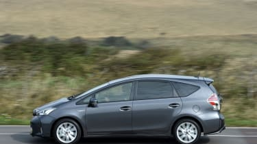 Toyota Prius+ MPV side panning