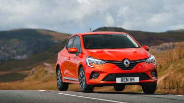 2019 Renault Clio - 3/4 front dynamic view