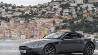 In fact, it could be said that it looks neater than the DB11 Coupe.