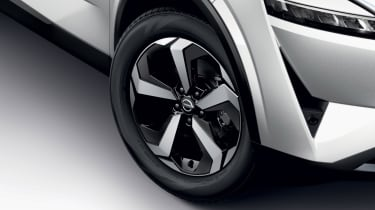 Nissan Qashqai Premiere Edition alloy wheel