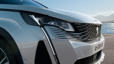 2020 Peugeot 3008 PHEV - front close-up