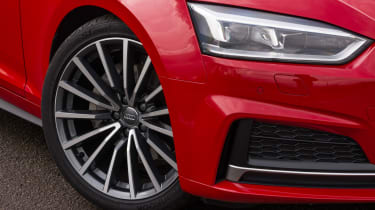 The headlight design for the latest Audi A5 is totally new, and both front and rear lights are full LEDs.