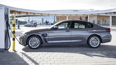 BMW 520e charging