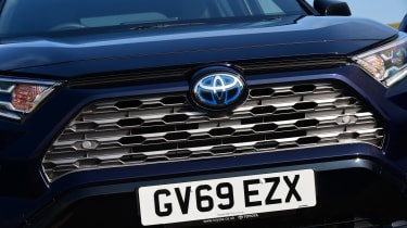 Toyota RAV4 Dynamic - front grille close up