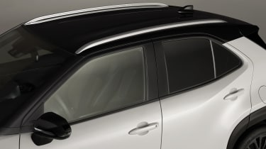 Toyota Yaris Cross Dynamic - roof close up view
