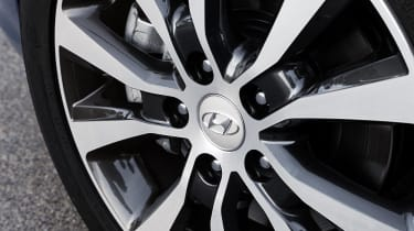 The i30's alloy wheels get bigger the higher up the range you go, with entry-level S cars coming with 15-inch wheels