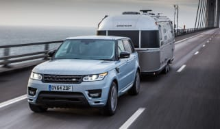 Towing with an electric car, hybrid or plug-in hybrid
