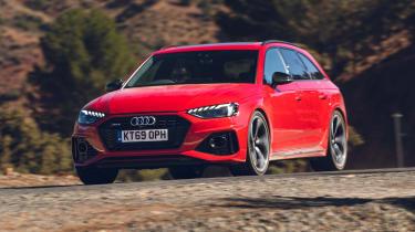 Audi RS4 Avant estate front panning