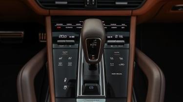 Porsche Cayenne Turbo S E-Hybrid gear lever