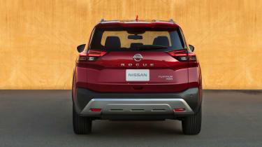 Nissan Rogue (X-Trail) rear view