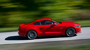 Ford Mustang coupe 2014 side tracking