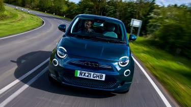 Fiat 500 electric front tracking