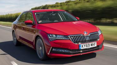 2019 Skoda Superb facelift - front dynamic 3/4 view