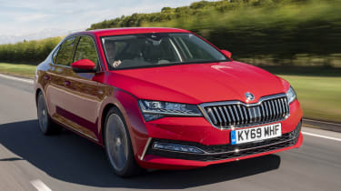2019 Skoda Superb facelift - front dynamic 3/4 view