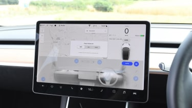 Tesla Model 3 Long Range saloon infotainment display