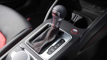 Audi SQ2 SUV gearlever