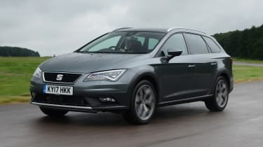 SEAT Leon X-Perience - front 3/4 view