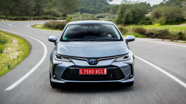 Toyota Corolla saloon front tracking