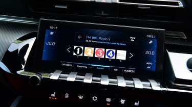 Peugeot 508 SW estate infotainment system