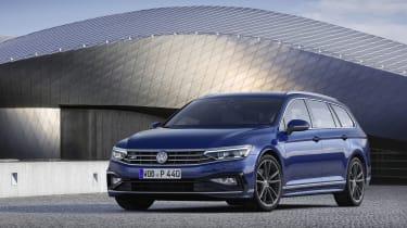 2019 Volkswagen Passat front