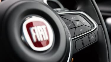 Fiat 500L steering wheel buttons