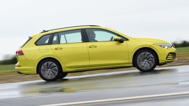 Volkswagen Golf Estate side panning