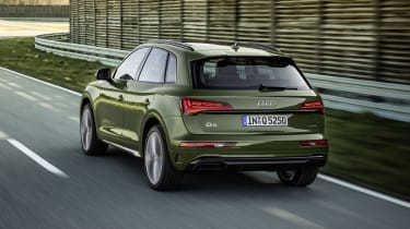 Audi Q5 facelift driving - rear view