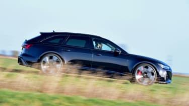 Audi RS6 Avant estate side panning