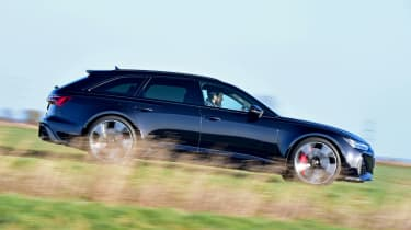 Audi RS6 Avant estate side panning
