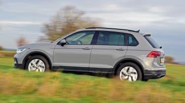Volkswagen Tiguan SUV side panning