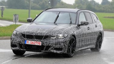 BMW 3 Series Estate front quarter tracking spy shot