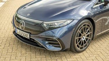 Mercedes EQS hatchback headlights