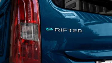 Peugeot e-Rifter badge