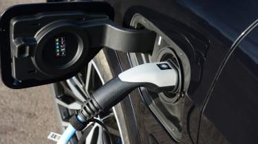 BMW X5 xDrive45e SUV plug