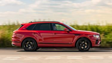 Bentley Bentayga Hybrid side panning