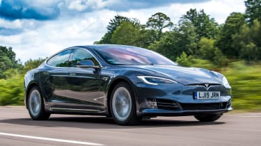 Tesla Model S saloon front 3/4 tracking