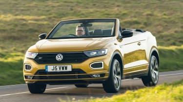 Volkswagen T-Roc Cabriolet driving