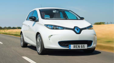 Renault ZOE old vs new front 3/4 tracking