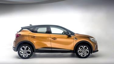 2020 Renault Captur - side on view studio shot