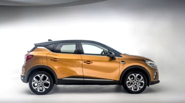 2020 Renault Captur - side on view studio shot